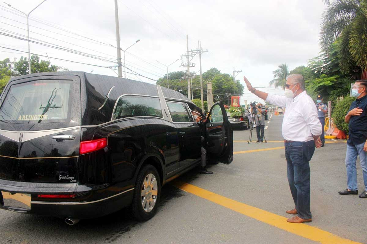 Lim laid to rest at Manila North Cemetery